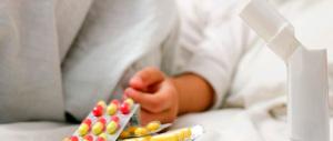 Patrigno violento dà psicofarmaci a un bambino di un anno: piangeva troppo
