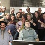 Che ci fa lì a sinistra l'attore comico Sacha Baron Coen?  (Foto Facebook)