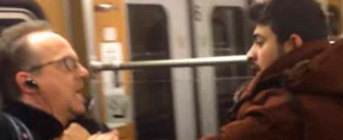 Migranti molestano una donna in metro e picchiano un anziano (VIDEO)