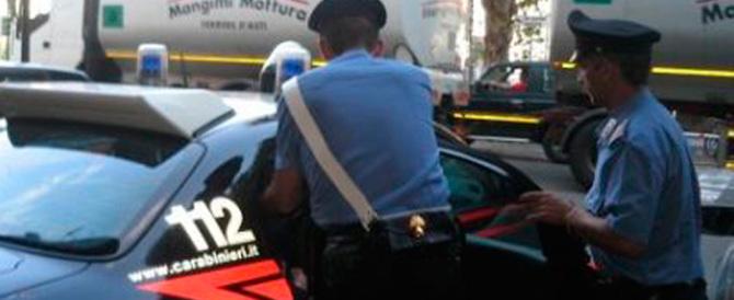 Rapinano e lasciano annegare un pensionato: arrestati due romeni