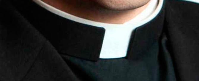 Feste, lusso, escort gay: le spese pazze del parroco con i soldi delle offerte