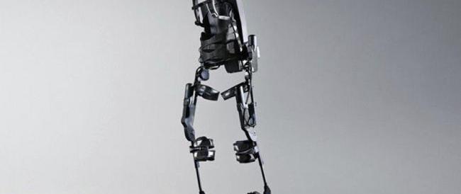 Torna a camminare con lo scheletro-robot e si sposa a San Valentino