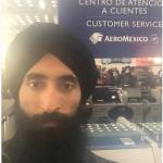 Al desk della compagnia aerea.  (Foto Instagram)