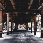 Un ponte in metallo. E la simmetria. (Foto Instagram)