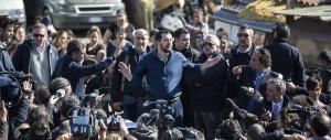 Roma, Salvini nel campo nomadi di Tor Sapienza: «Va chiuso, non è normale»