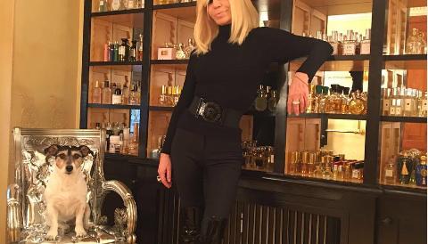 L'ossessione per i profumi di Donatella Versace: ecco il suo incredibile archivio (Fotogallery)