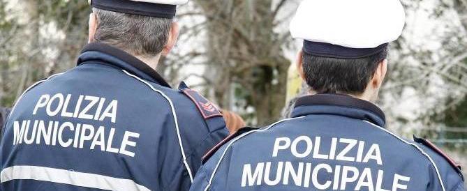 Reggio Emilia, i vigili si ribellano: «Non vogliamo fare la scorta al sindaco Pd»