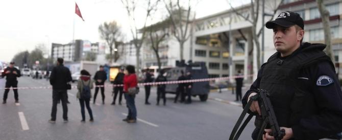 Istanbul, attacco a una stazione di polizia. Muoiono le due assalitrici