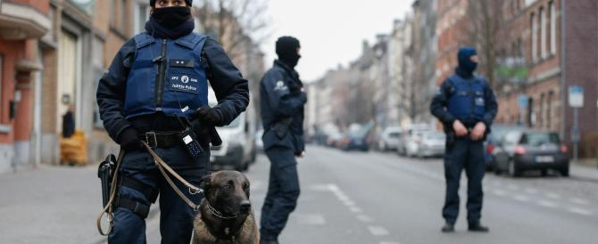 Bruxelles, divampa la polemica per il flop sicurezza. I poliziotti al ministro : «Vigliacco»