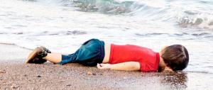 Fecero annegare il piccolo Aylan: 4 anni a due scafisti siriani