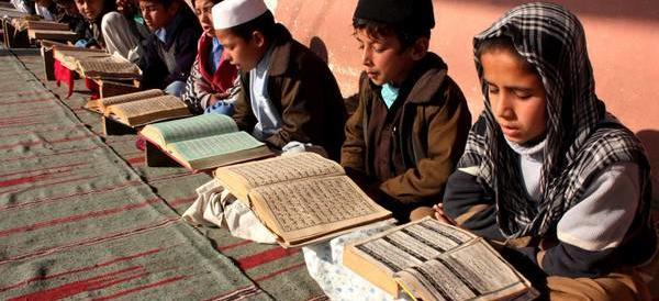 Maltratta la moglie e impone ai figli il Corano: allontanato dal giudice