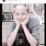 Alcuni mesi fa, l'ex modella si fece fotografare con il cane e senza lustrini, a casa. Ecco lo scatto. (Foto Instagram)
