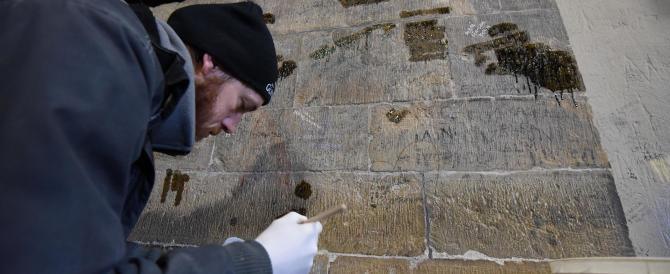 Cancellati graffiti e sfregi. Il Campanile di Giotto torna a nuova vita
