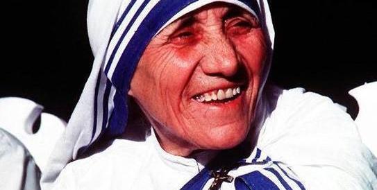 Madre Teresa sarà Santa: il 15 marzo il Papa firmerà la sua canonizzazione