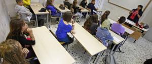 """Sputava ai bambini per """"educarli"""": sospesa una maestra d'asilo"""