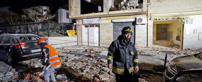 Napoli: sventrato un palazzo per una fuga di gas, 4 feriti