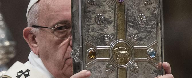 Papa Francesco: «Terroristi come Giuda, dietro di loro i denari dei trafficanti»