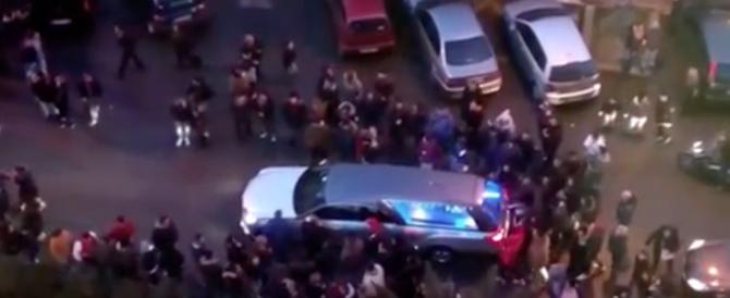 Taranto in tilt per i funerali del pregiudicato: urla e clacson (video)