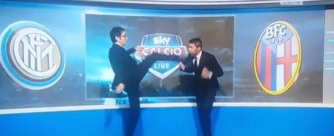 Giornalista Sky dà un calcio in faccia a Costacurta in diretta