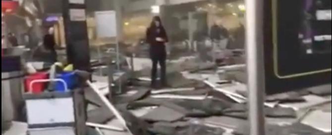 L'aeroporto devastato, la gente in fuga: scene apocalittiche a Bruxelles (video)