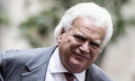 Verdini a Napoli per la candidata del Pd. Ma è polemica sulla lista di Ala
