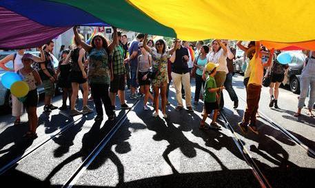 Adozioni gay, a Roma il tribunale dice sì. La prima volta in Italia
