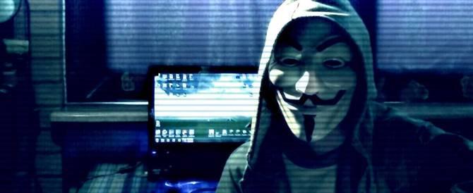 Volevano sabotare il referendum: denunciati due famosi hackers di Anonymos