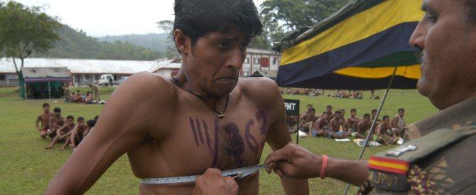 India, per evitare imbrogli candidati in mutande al concorso dell'Esercito