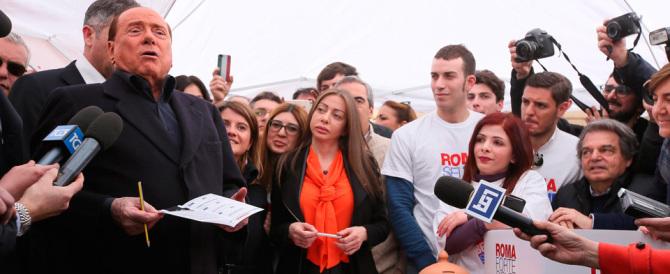 Berlusconi al gazebo per Bertolaso: «Lo conosco bene, vincerà al primo turno»
