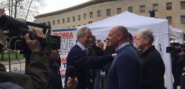Gazebarie a bertolaso 45mila voti ma la meloni for Chi va a roma perde la poltrona