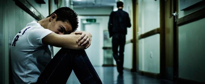 Bullismo, botte a disabile e insegnante chiusa a chiave: fermati due 15enni