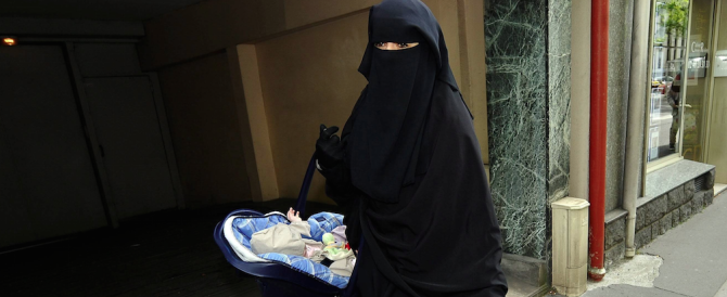Meloni: «Ma in Italia l'8 marzo vale anche per le donne musulmane?»