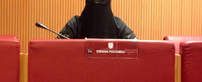 Consigliera leghista in burqa. Bagarre al consiglio regionale della Liguria