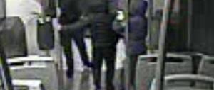 Una baby gang in azione sui treni del Cuneese: rapinavano giovani e anziani