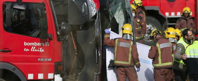 "Strage sul bus: confermate 7 vittime italiane, autista indagato per ""imprudenza"""