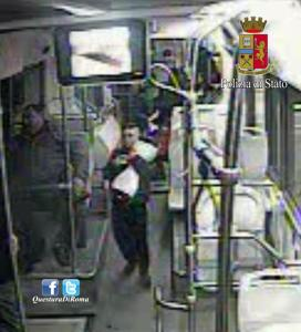 Atti vandalici su bus, in baby gang anche ragazzino 10 anni