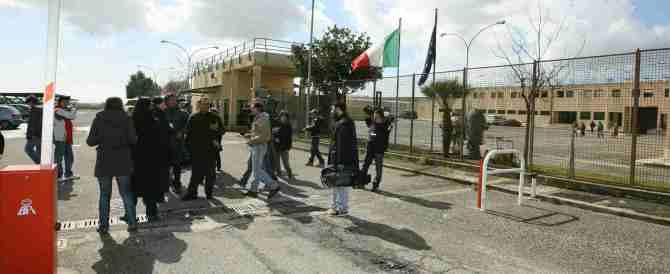 Facevano arrivare droga e cellulari in carcere: 14 arresti a Velletri