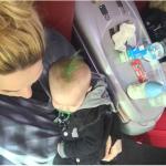 """Ecco il """"baby punk"""", immortalato dalla madre, sul treno. (Foto Instagram)"""