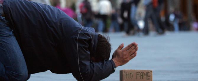 Storie di ordinaria indigenza: coppia vive in auto e chiede aiuto ai carabinieri
