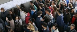 L'ultima bufala di Renzi: scomparsi i 500 euro per mandare al cinema i giovani