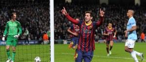 """I vigili impongono ai ragazzini il """"tiki taka"""" per strada. Come a Messi nel Barcellona"""