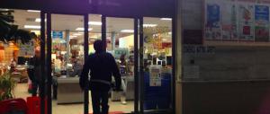Tenta di rapire una bimba davanti a un supermercato: nigeriano in manette