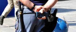 """""""Pistola alla tempia di una bambina"""". Finti poliziotti terrorizzano Milano"""