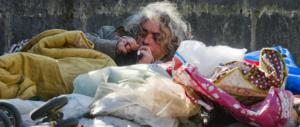 Povertà, l'Ue prima ci massacra e poi ci commisera: «L'Italia sta peggio»