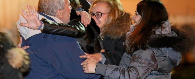 """Gli ostaggi rientrati in Italia. Ma il figlio di uno degli uccisi: """"Voglio la verità"""""""