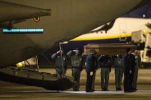 >>>ANSA/ Libia: atterrato a Ciampino C-130 con salme