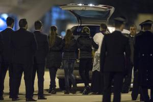 Libia: familiari stretti davanti ai feretri
