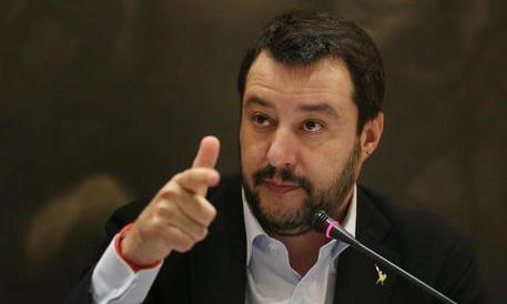 Salvini sferra un pesante attacco a Berlusconi: «Renzi lo ricatta con i diritti tv»