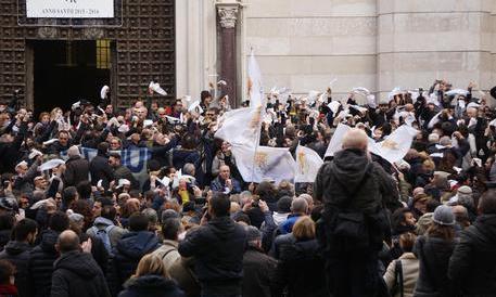 """""""San Gennaro non si tocca"""": Napoli in rivolta. E De Magistris si aggrappa al patrono"""