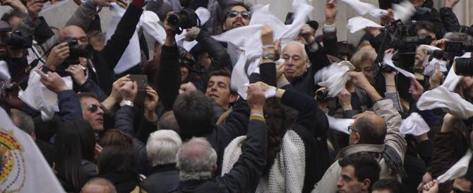 Alfano contro San Gennaro: la protesta dei fazzoletti bianchi (gallery)